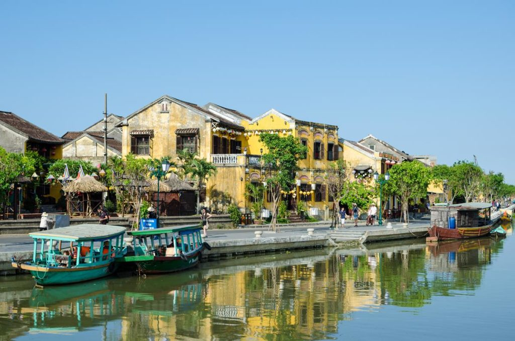 hoi-an-ancient-town-riverside (Copy)