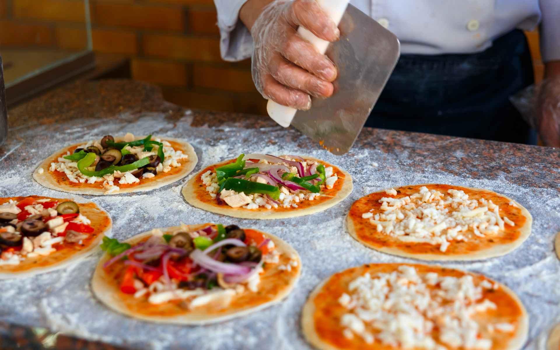 Ile pizzy w pizzy? Biuro podróży Goforworld by Kuźniar