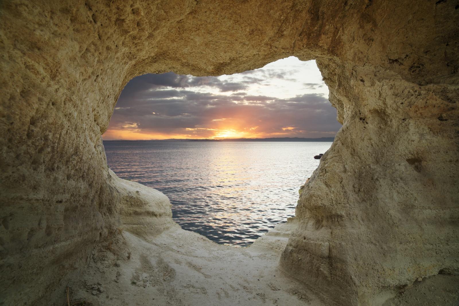 Jaskinia neandertalczyków Biuro podróży Goforworld by Kuźniar