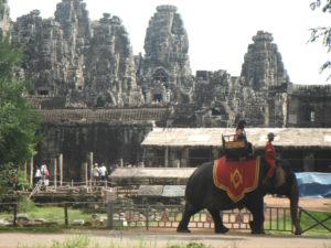 Koniec przejażdżek w Angkor Wat Biuro podróży Goforworld by Kuźniar