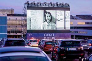 Samochodowe kino na lotnisku Biuro podróży Goforworld by Kuźniar