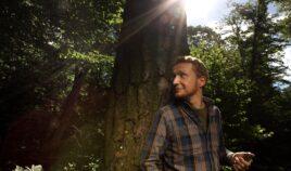 Wsłuchując się w las Biuro podróży Goforworld by Kuźniar